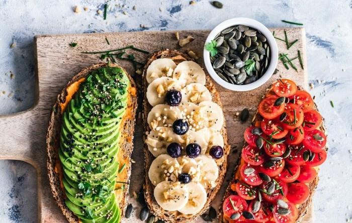 18 میان وعده سالم و خوشمزه مناسب برای رژیم غذایی وگان