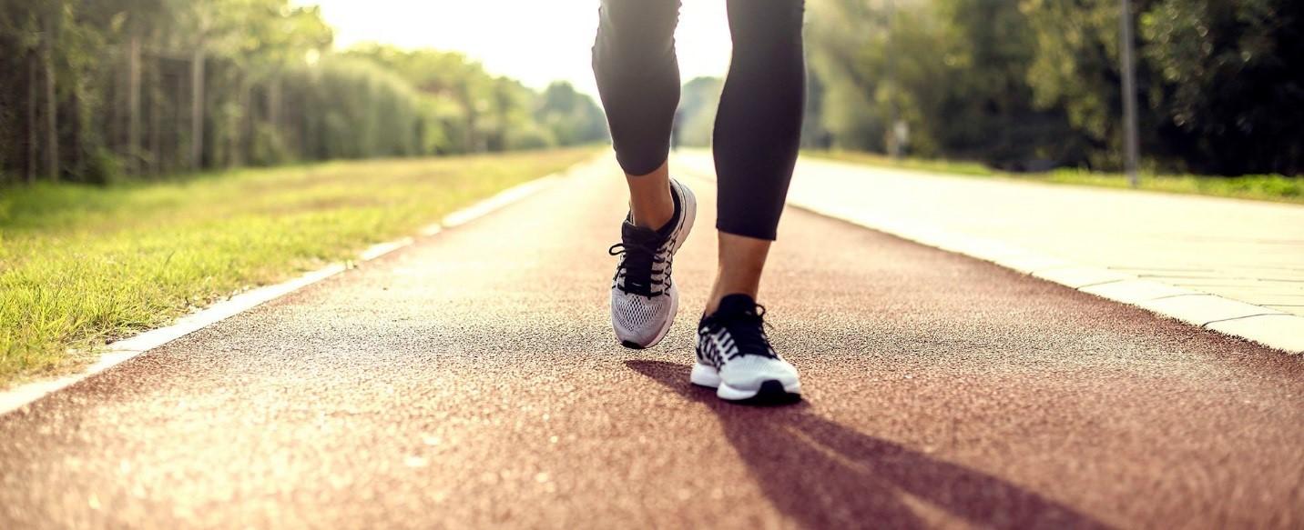 9 عادت اشتباه در راه رفتن که به سلامتیتان آسیب میزند