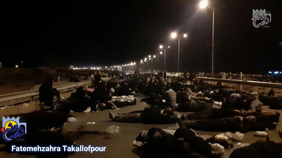 بلاتکلیفی زائران ایرانی در مرز مهران/ مسئولان با روح زوار بازی میکنند